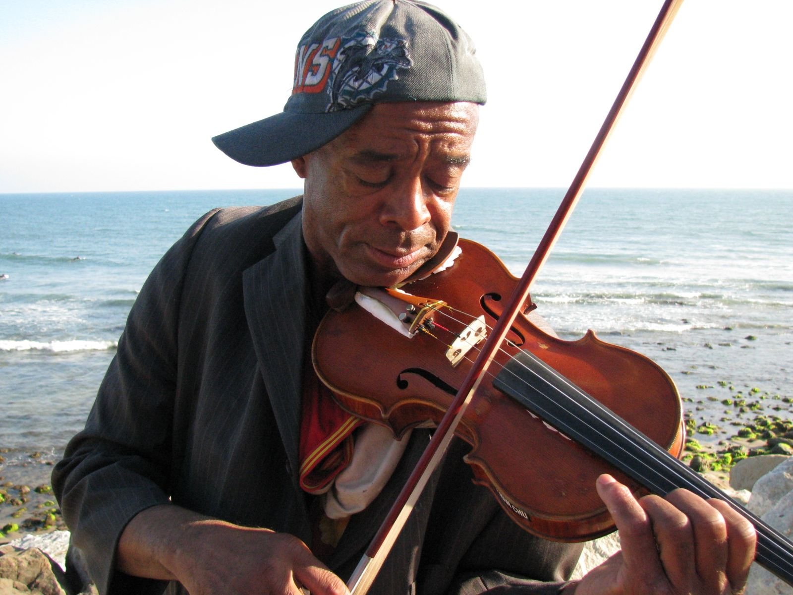 """the soloist steve lopez And when he drops the phrase """"my classmates at juilliard,"""" los angeles times  reporter steve lopez smells a story — """"violinist has the world."""